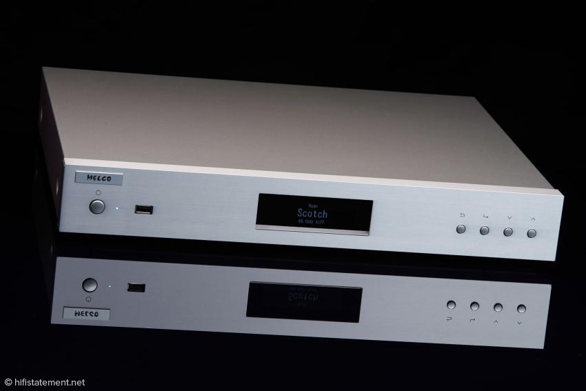 Der Melco fällt im Hifi-Rack nicht weiter auf. Wer würde hinter dieser schlichten Fassade audiophile Computertechnik vermuten?