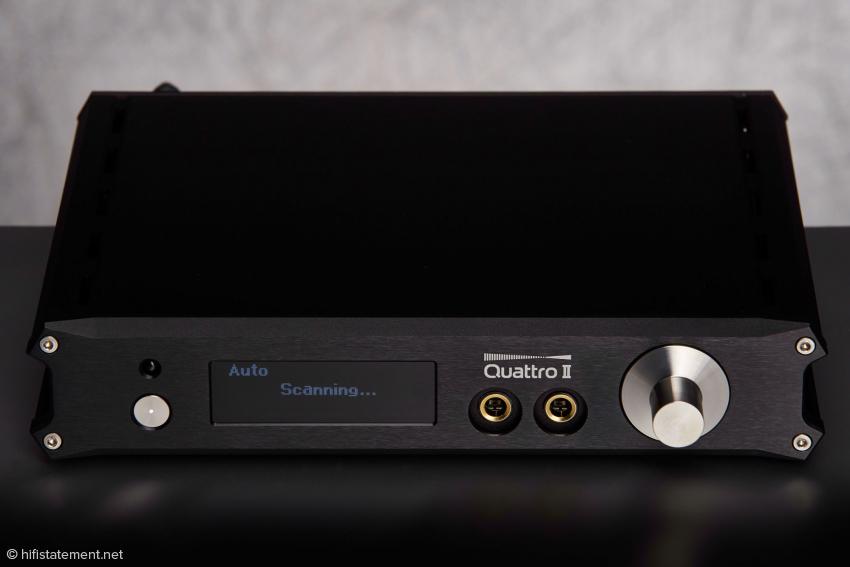 Mit seiner gefrästen Frontplatte und den strukturieren Seitenprofilen macht der Quattro schon optisch richtig Eindruck