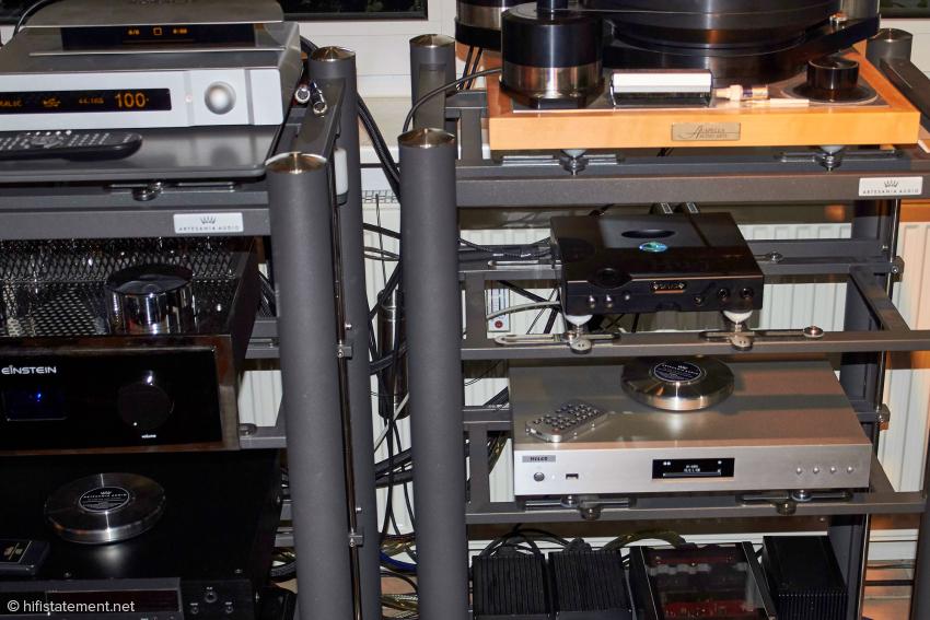 Den besten Klang entlockten wir den Komponenten, wenn es vom Melco per Ethernet-Kabel zum Aries ging und von dort per USB zum Hugo TT oder Aurali Vega