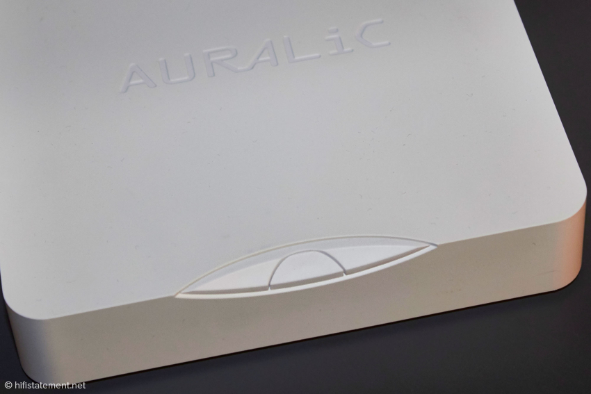 Das sind alle realen Bedienungselemente des Aries Mini. Zur Einrichtung verwendet man die intuitiv zu bedienende Lightning DS Software