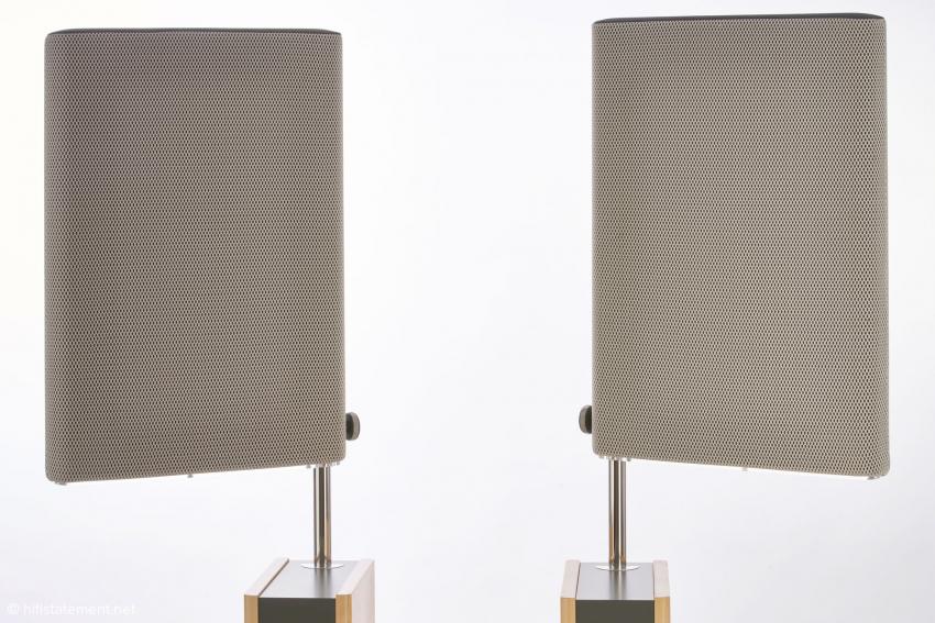 Die beiden Breitbandwandler sind circa 50 mal 30 Zentimeter groß, in der Tiefe messen sie zwei Zentimeter