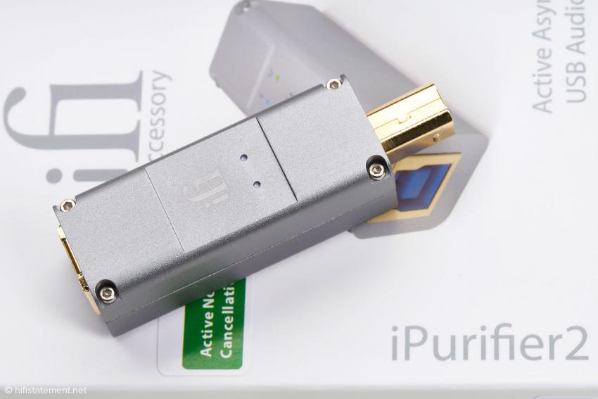 Auf dieser Seite des schön schlichten Gehäuses aus Aluminium zieren den iPurifier2 zwei LEDs, die über den Betriebszustand informieren