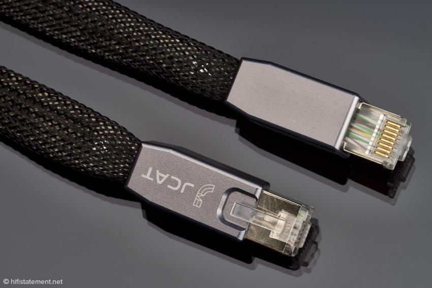 Die Stecker des JCAT Reference LAN Kabels im Detail