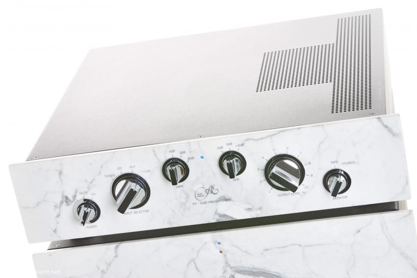 Die P7S bietet neben einer klassischen Tape-Schleife mit Hinterbandkontrolle zwei dreistufige Schalter zur Einstellung des Verstärkungsfaktors und der Intensität der Gegenkopplung