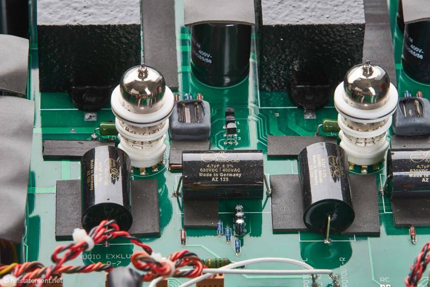 Audio Exklusiv lässt kein Detail unbeachtet: Kondensatoren und Röhren werden bedämpft, um klanglichen Beeinträchtigungen durch Mikrofonie keine Chance zu lassen