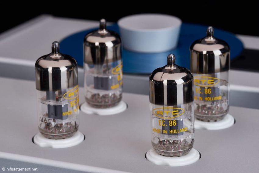 Sollte jemand – so rein zufällig – eine Schachtel Telefunken EC 806 S herumliegen haben, so kann er diese ebenfalls einsetzen.