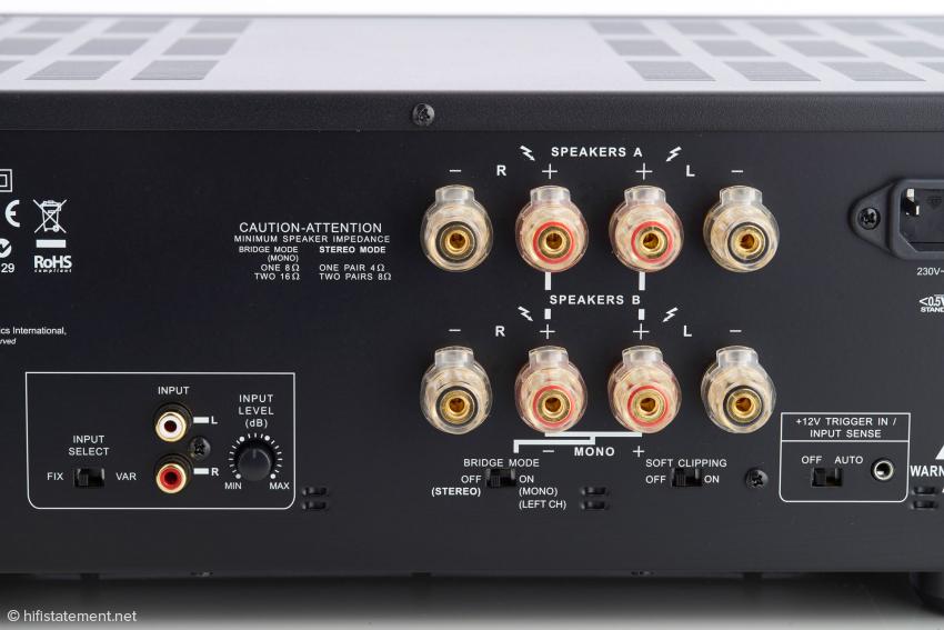 Zwei Paar Lautsprecher lassen sich an der C 275 betreiben. Auch die justierbare Eingangsempfindlichkeit kann ein nützliches Feature sein, wenn man beispielsweise Bi-Amping mit verschiedenen Endstufen betreibt