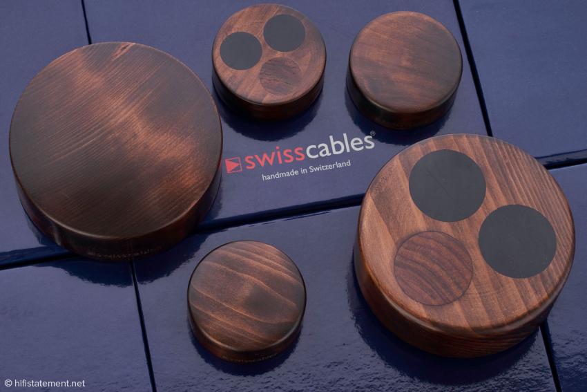 Gut erkennbar die unterschiedlichen Holzsorten bei den eingesetzten Scheiben