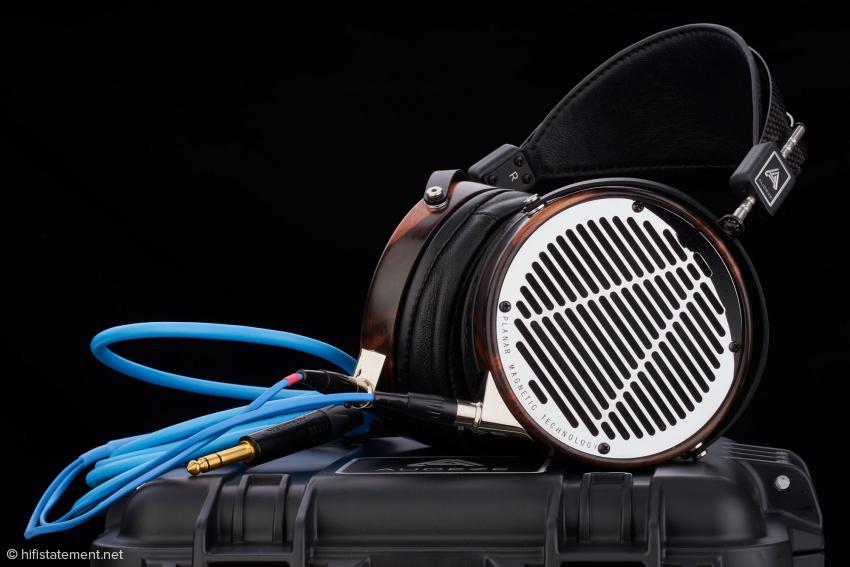 Der LCD-4 wird mit einem sehr hochwertigen Pelican-Travel-Case und einem Lee-Weiland-Kabel geliefert