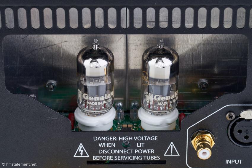 Die beiden Systeme der Doppeltrioden sind bei der Mono-Endstufe parallel geschaltet. Das verdoppelt die Stromlieferfähigkeit und verbessert den Fremdspannungsabstand