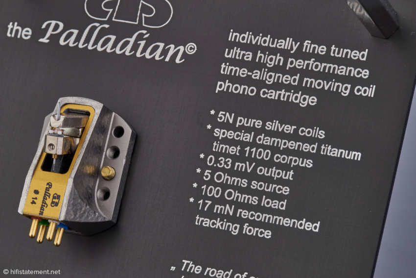 The representative packaging also features the most important technical specifications on The Palladian.