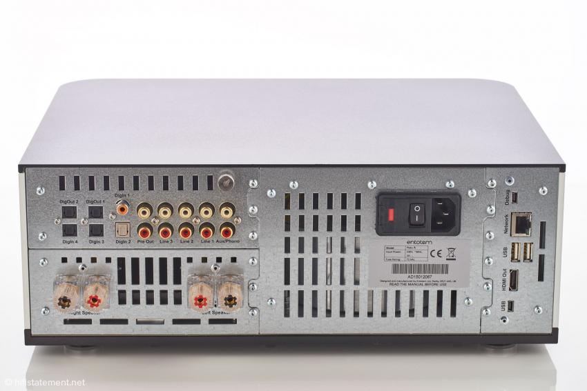 Die Rückseite des Plato. Der modulare Aufbau ist gut zu erkennen: rechts außen das Servermodul, in der Mitte das Netzteil, links oben DAC/Vorverstärker und links unten Endstufeneinschub