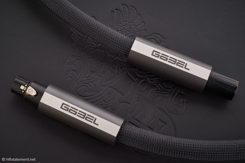 The AES/EBU cable is labeled Göbel Digital XLR and is externally not distinguishable from a balanced interconnect cable