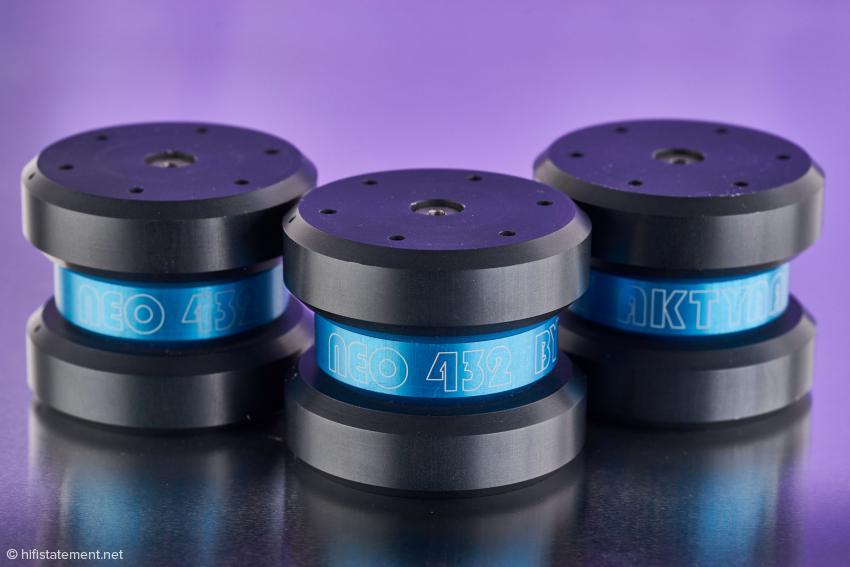 Im Basismodell NEO 432 arbeiten insgesamt sechs Helmholtzresonatoren, um die Schallenergie in kinetische Energie zu wandeln