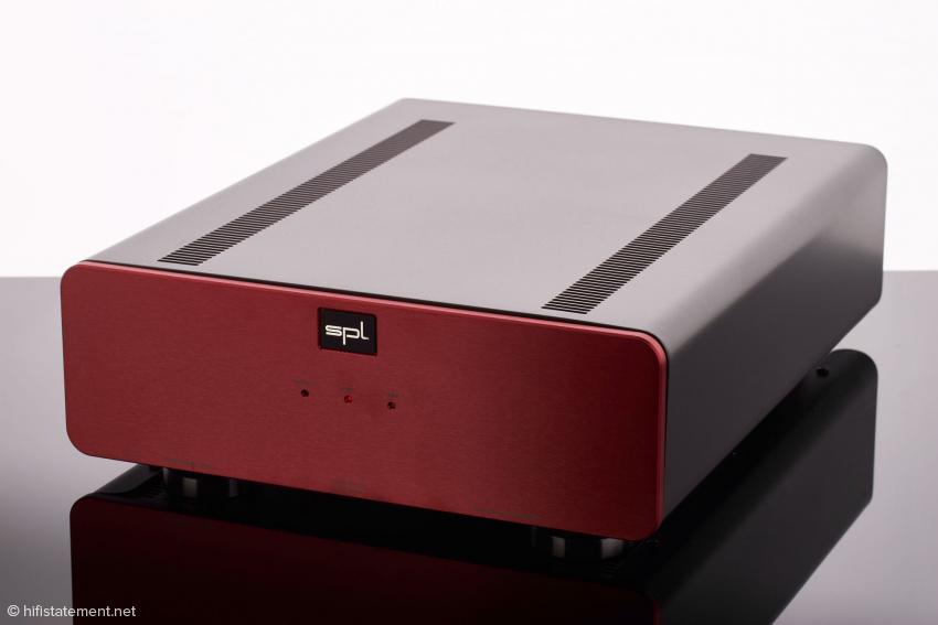 Der Performer s800 passt in seinen Proportionen zu den anderen Komponenten der SPL Pro-Fi Serie