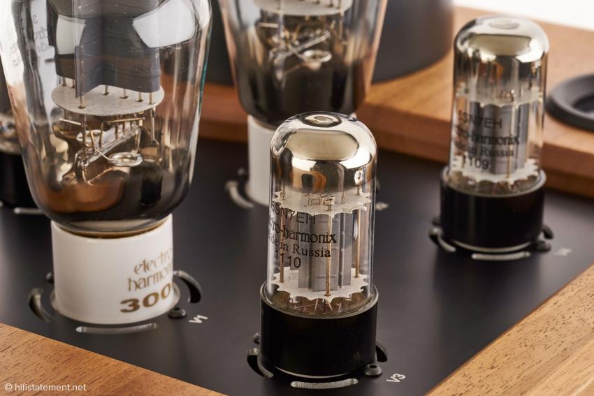 Die eingesetzten Röhren werden komplett von der russischen Firma Electro Harmonix geliefert. Kein Bling Bling, sondern solide Qualität