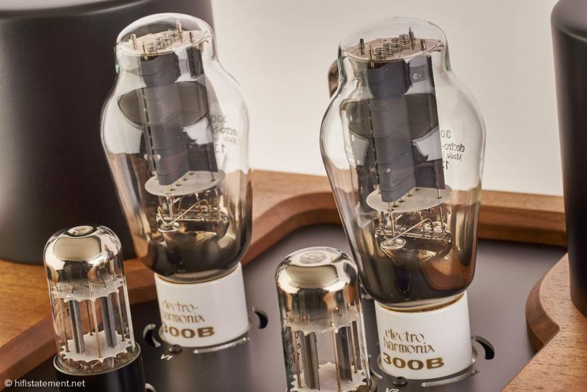 Die Electro Harmonix Gold unterscheidet sich von der Normalversion durch vergoldete Gitter. Sie macht einen sehr stabilen Eindruck und schien im Betrieb wenig mikrophonieempfindlich zu sein.