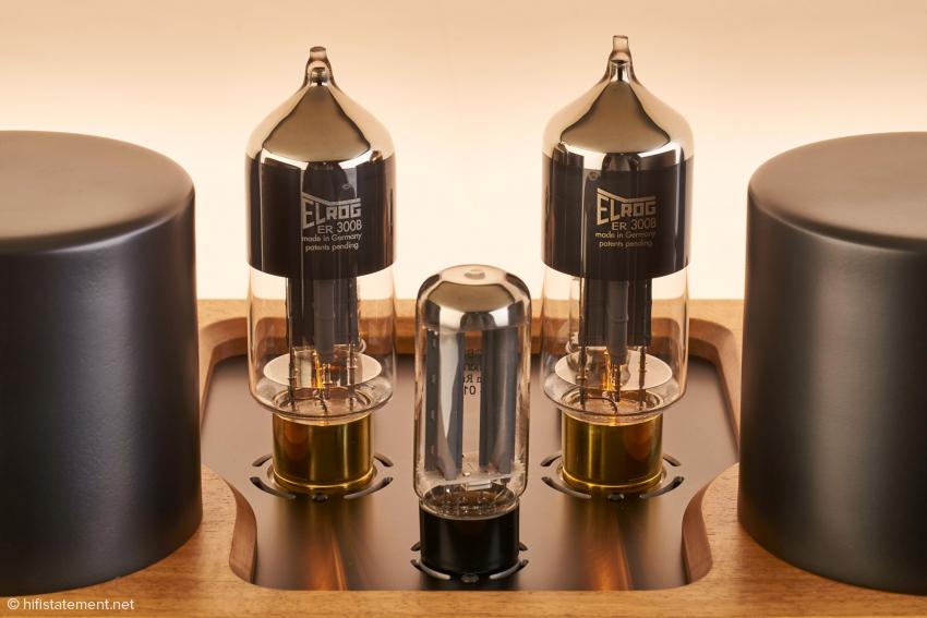 Optisch unterscheiden sich die ELROG 300B deutlich von der historischen Cokebottle Form. Die Röhren werden einzeln manuell in Deutschland hergestellt