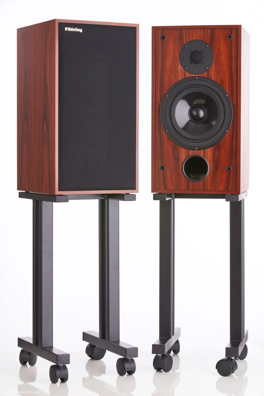 Beim Vertrieb hifi12a erhältlich: Lautsprecherständer im Studio-Look. Durch die Rollen lassen sich die Lautsprecher einfach und schnell in die gewünschte Hörposition bringen oder einfach schnell aus dem Weg räumen