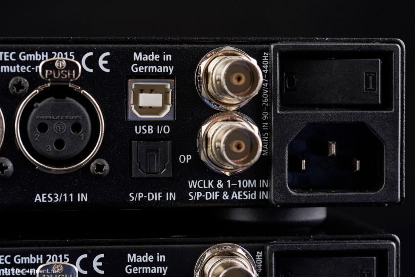Die rechte Hälfte der Rückseite mit Clock- und Digitaleingängen im Detail