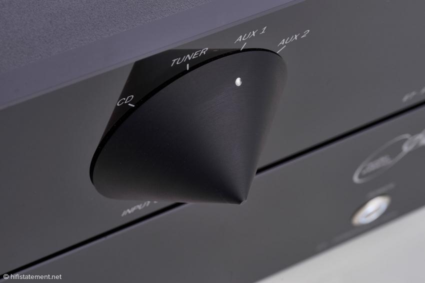 Auffälliges optisches Merkmal der Audio Exklusiv Eco-Line sind die Bedienungselemente für Eingangswahl und Lautstärke