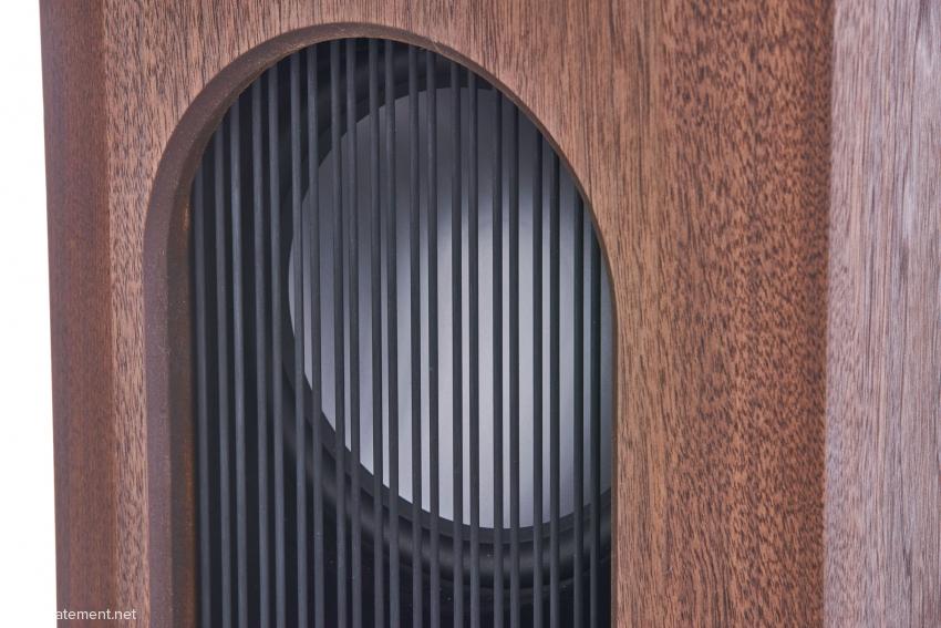 Blick in die Druckkammer mit einem der ALTIMA-Bass-Chassis mit stolzen 235 Millimetern Durchmesser