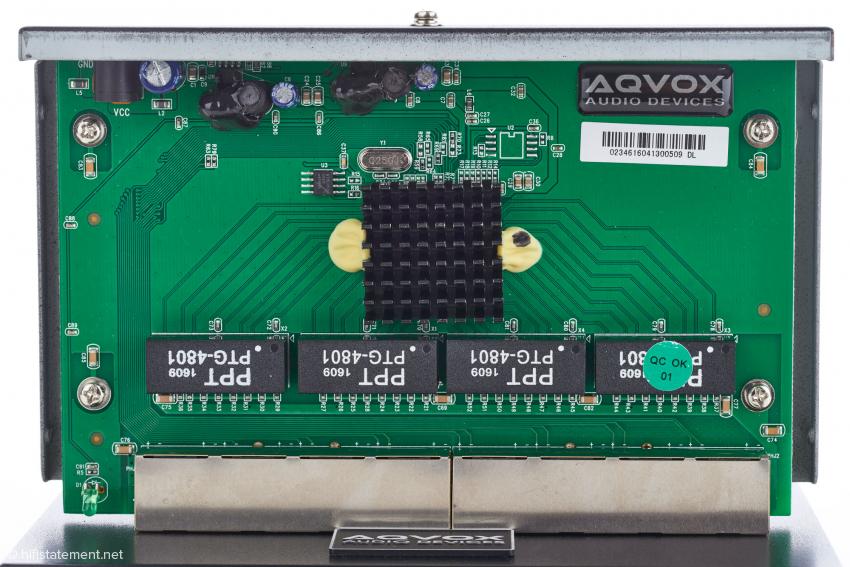 Das Innenleben eines Switches; der Großteil der Modifikationen befindet sich auf der Unterseite der Platine