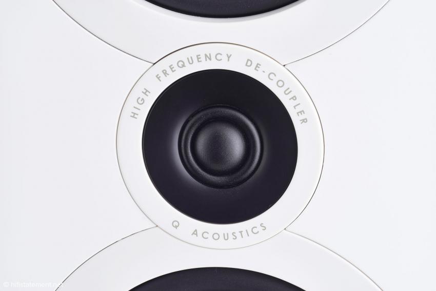 Der Hochtöner der Q Acoustics 3050 sitzt auf einer Lage Gummi, um Vibrationen von ihm fernzuhalten