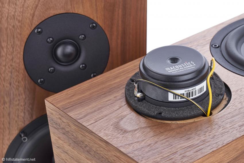 Der Hochtöner von SB Acoustic mit großem Magneten und Polkernbohrung verzichtet auf Ferrofluid und klingt sehr natürlich
