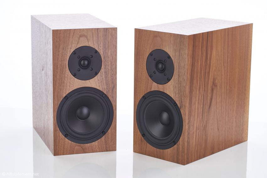 Die einfach aufgebauten Buchardt Audio S300 MKII zeigen, wie viel wichtiger professionelle Entwicklung im Gegensatz zu aufwendigem Gehäuse und vermeintlich überlegenen Materialien ist