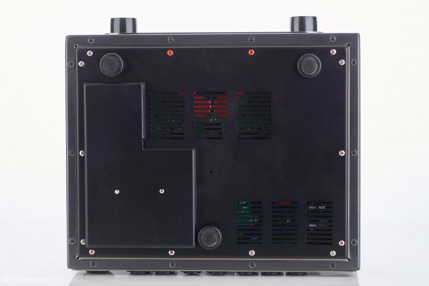 Der ZeroUno PLUS von unten: das Gehäuse wurde geschickt nach unten erweitert, um das Analogboard unterbringen zu können