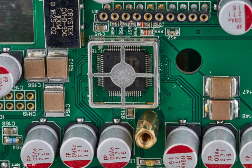 Der Wandler-Chip SABRE 9018s mit zusätzlicher Abschirmung