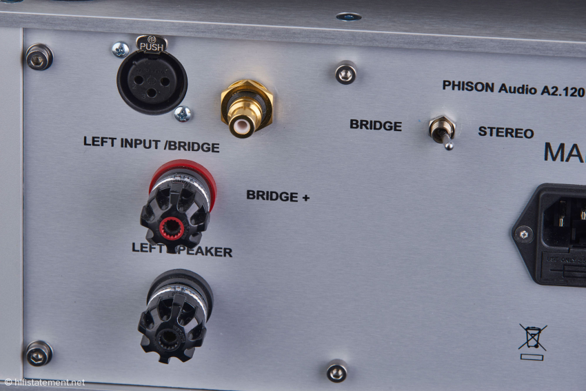Hochwertige WBT-Terminals auf der Rückseite der Phison Audio Endstufe zusammen mit symmetrischen und RCA Anschlüssen und dem Umschalter wenn die Endstufe im gebrückten Modus betrieben wird