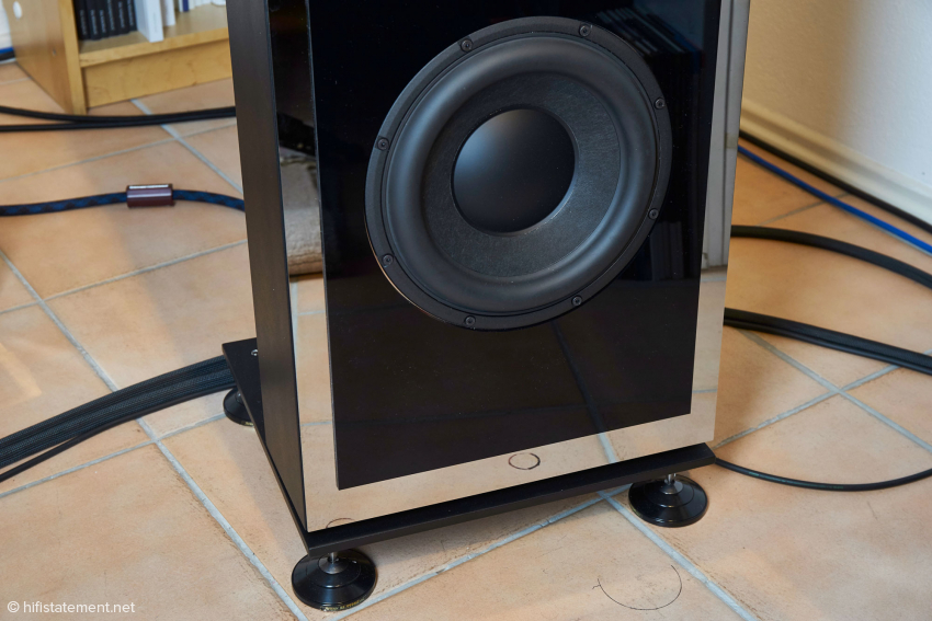 The woofer operates on a very small volume and is boosted by 700 watts