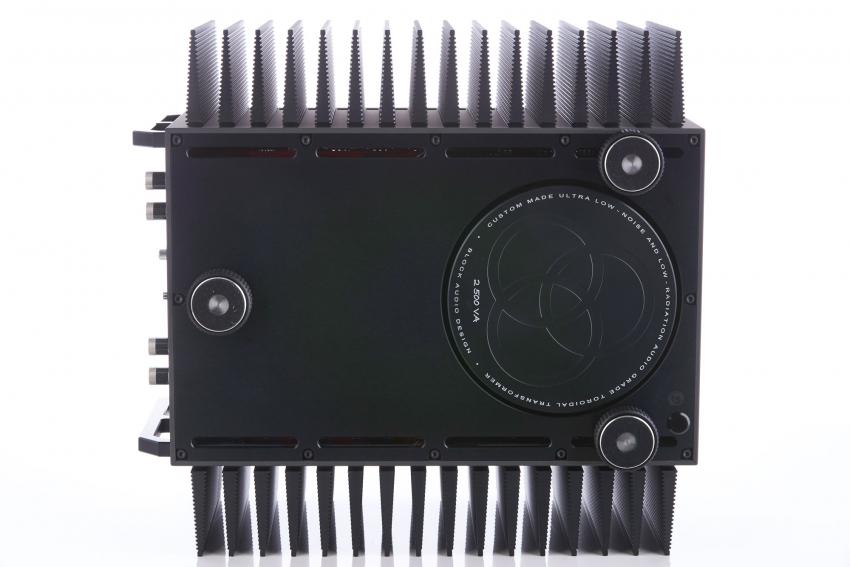 Each power amplifier is fed by a 2,500 VA transformer.