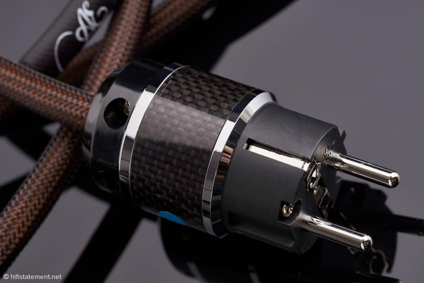 Der Stecker lässt vermuten, dass man es mit einem deutlich teureren Kabel zu tun hätte