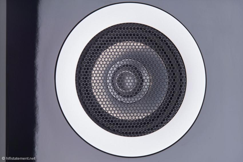Der CST-Beryllium-Magnesium Koaxialtreiber, mit einem Hochtöner, der mittig im Mitteltöner platziert ist