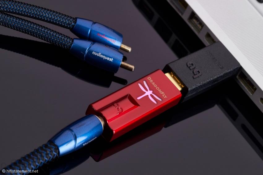 Nicht nur für einen Kopfhörer, sondern auch für die Verbindung zur Stereo-Anlage eignet sich der preiswerte DragonFly