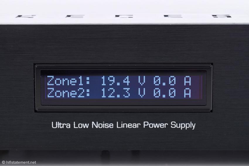Im Fotostudio ist kein Verbraucher an den Keces P8 angeschlossen, wie die Werte für die Stromaufnahme zeigen. Der SoulM verbraucht übrigens 0,6, der Mytek DAC etwa 1 Ampere