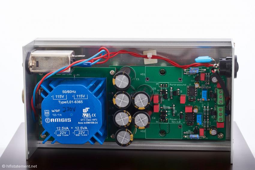 Zur Gleichrichtung werden Schottky-Dioden eingesetzt