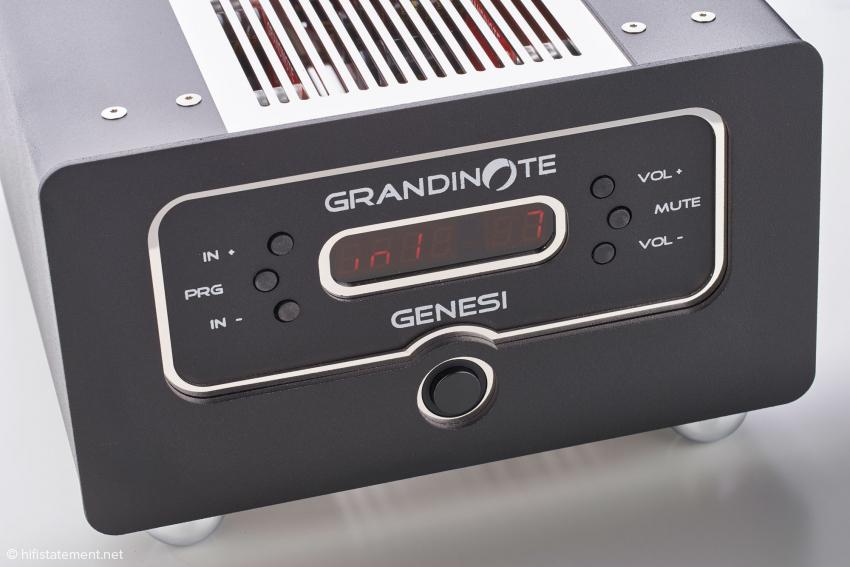 Nach dem Einschalten zählt das Display von 99 bis Null, erst dann ist die richtige Betriebsspannung erreicht und die Genesi einsatzbereit