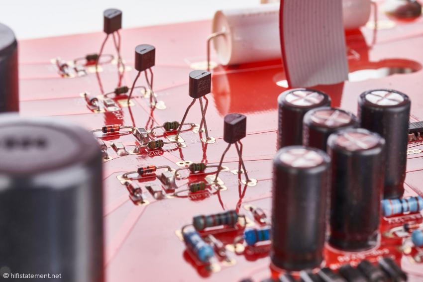Für die Selektion dieser Transistoren vergehen mehrere Tage. Aus einer Charge von 1000 Transistoren sollen nur cirka 30 bis 60 für die Schaltung der Genesi verwendet werden können