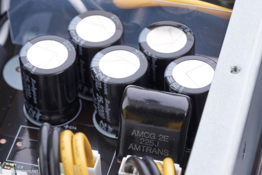 In den Kondensatorbänken kommt nun auch einen Folientyp der japanischen Bauteile-Spezialisten Amtrans zum Einsatz