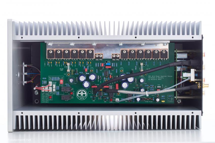 Zwölf kennlinienselektierte MOSFETs liefern die Leistung