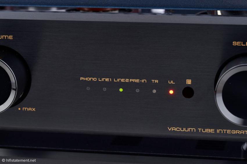 Der aktive Eingang und die Betriebsart der Endstufe – Ultra Linear oder Triode – wird per LED angezeigt