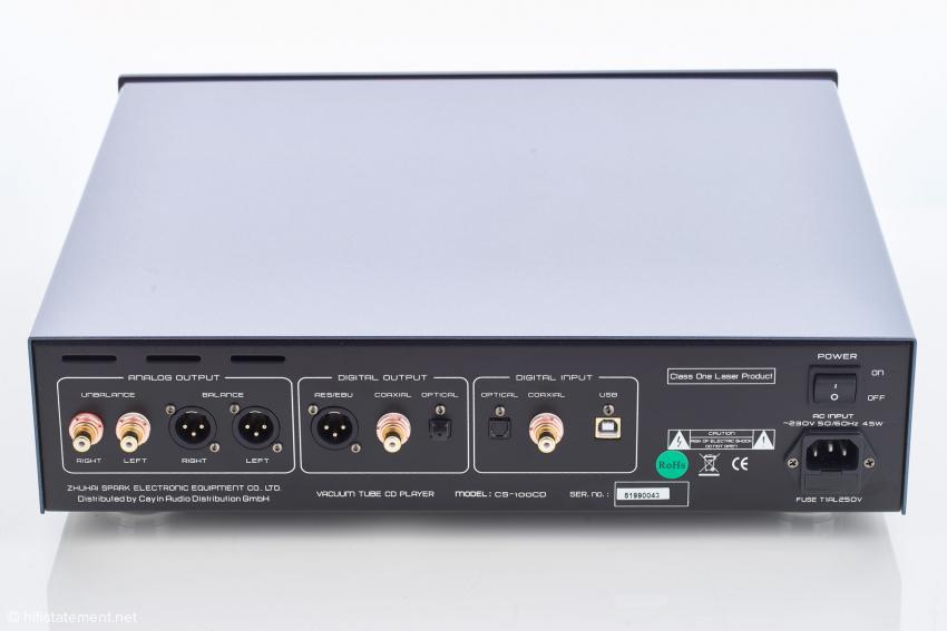 Der CS-100CD verfügt über symmetrische Ausgänge und eine Vielzahl von digitalen Eingängen. Sogar ein USB-Anschluss steht zur Verfügung
