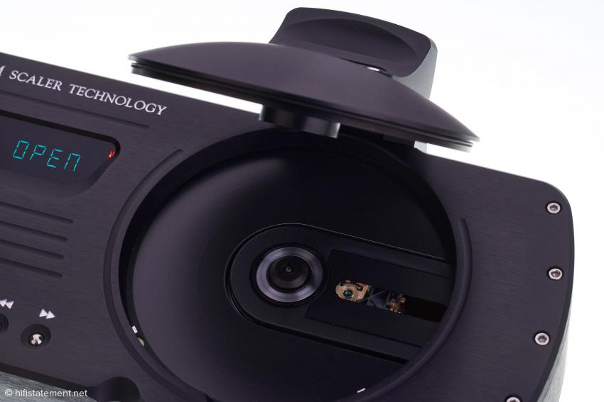 Der magnetisch zentrierte Puck ist im Deckel des CD-Fachs befestigt