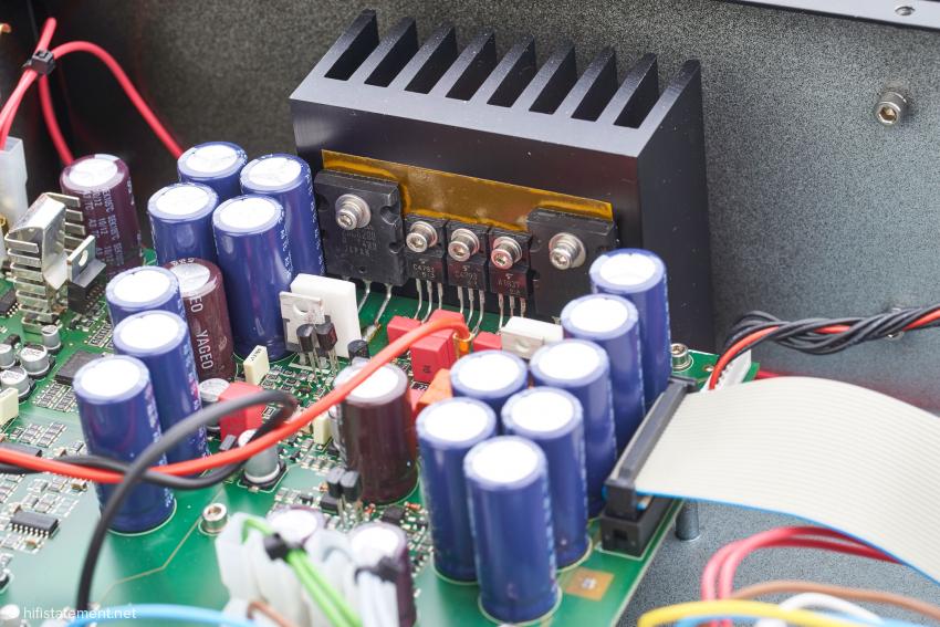 Fünf Transistoren pro Kanal sorgen für den kräftigen Auftritt