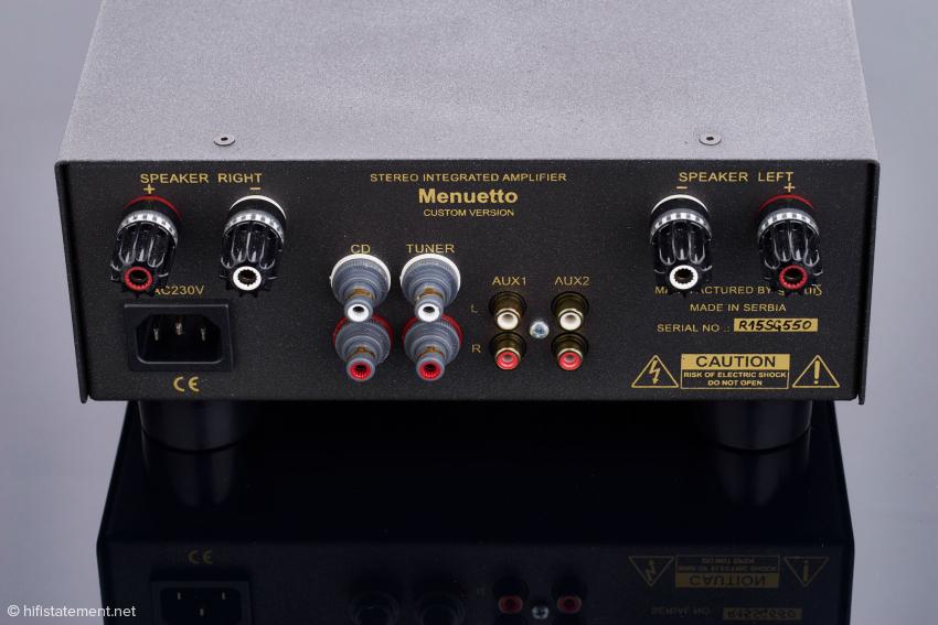 Die WBT-0703-Cu-nextgen™-Polklemmen sehen schick aus und sind hochwertig, haben aber keine Bohrung. Am besten nimmt man Kabelschuhe oder Bananenstecker zum Lautsprecheranschluss