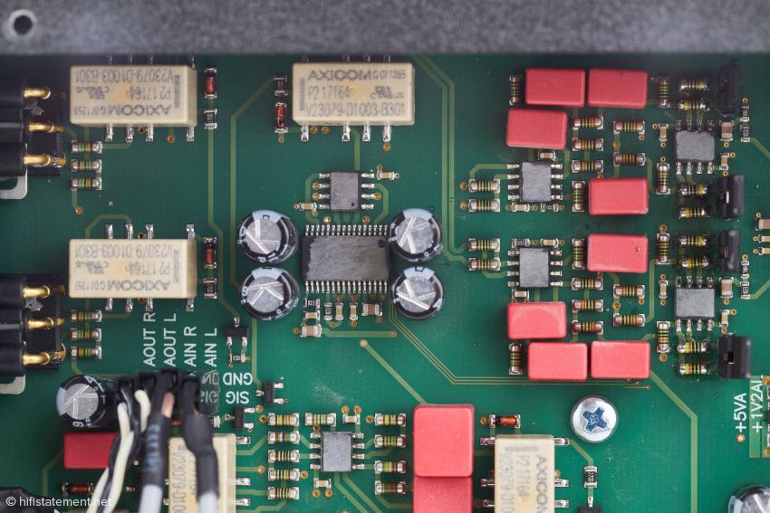 Ein Teil der Analog-Sektion – die Typenbezeichnungen der integrierten Schaltkreise wurde unlesbar gemacht